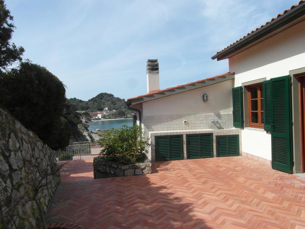 La casa in riva al mare for Aggiungendo un mudroom al lato della casa